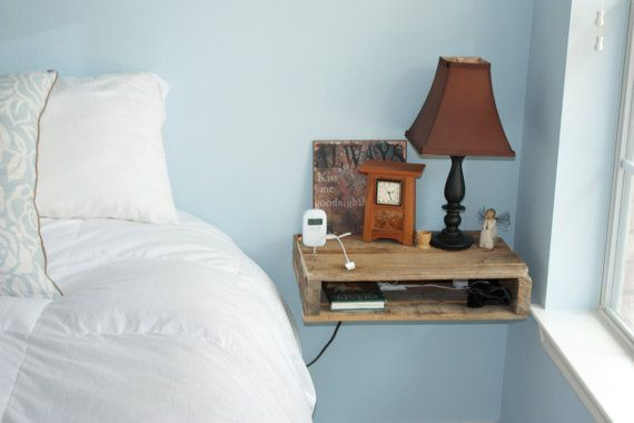 Mesita de noche con madera de Pallet regenerado / Bedside table with reclaimed wood Pallet