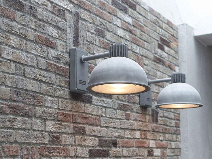 Raz Frezoli outdoor lamp Prijs incl. verzendkosten en gratisPhilipsCorePro Ledlamp 5,5 watt (vergelijkbaar met 40 watt) Levering uit voorraad. Stijlvolle buitenlamp in grijs aluminium / zinkkleur. Past zowel in een moderne en een landelijke omgeving. De Frezoli verlichting heeft een eigentijdse, stoere, ongepolijste uitstraling met een industrieel karakter. Industrieel design. Door het gestraalde glas krijg je een mooie verdeling van het licht. De grote kap geeft de buitenlamp een no...