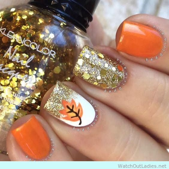 Halloween manicure idea with glitter and nail art