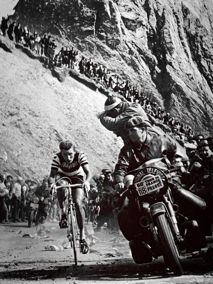 Tour de France 1963. 02-07-1963, 10^Tappa. Pau - Bagnères-de-Bigorre. Col du Tourmalet. Jaques Anquetil (1934-1987), vincitore di tappa.