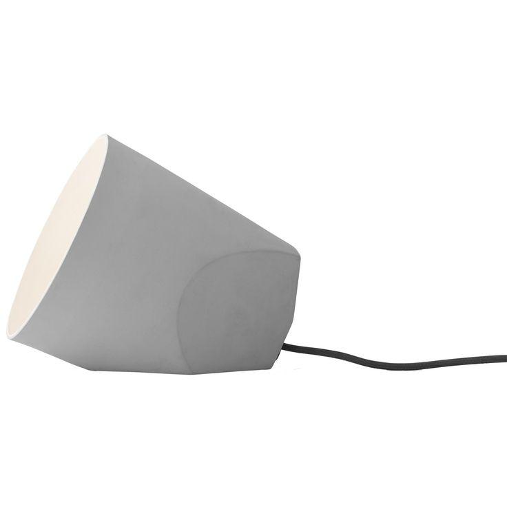 On The Edge gulvlampe fra Menu, formgitt av NoiDoi. Denne lampen i keramikk kan brukes både på gulve...