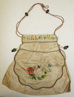 dating antique purses Learn the history of and how to identify vintage plastics such as bakelite, lucite, celluloid, and catalin jewelry, accessories, handbags, purses, pins, bangles, bracelets, necklaces, and more in the collectics reference & education program.