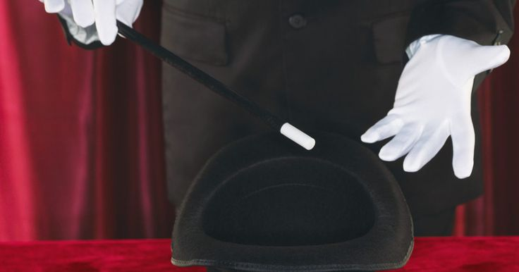 Cómo hacer un disfraz de mago. Un mago es un personaje místico y lleno de secretos. La mayoría de los magos usan ropa formal durante las actuaciones para agregar un aire de intriga y elegancia al evento. Es fácil crear tu propio traje de mago, porque cualquier traje de color oscuro puede funcionar como base. Si no tienes un traje negro, puedes comprar un traje de bajo costo en ...