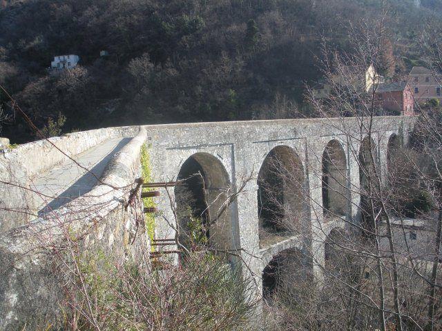 La gita all'Acquedotto Storico di Genova è un classico delle uscite di inizio primavera. Si percorre in poco meno di due ore, ed è interamente pianeggiante.