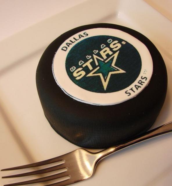 Dallas Stars hockey puck mini cake.JPG