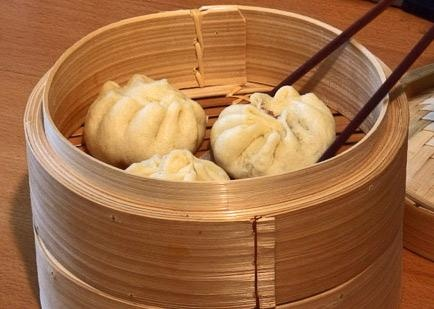 Baozi - Steamed buns from China - perfect with black vinegar and soy sauce!