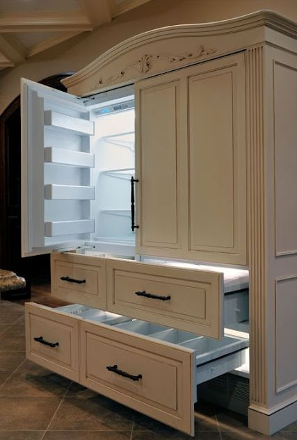 love this armoi...SHUT UP!!! it's a REFRIGERATOR !! oh yes. I must have this. asap.