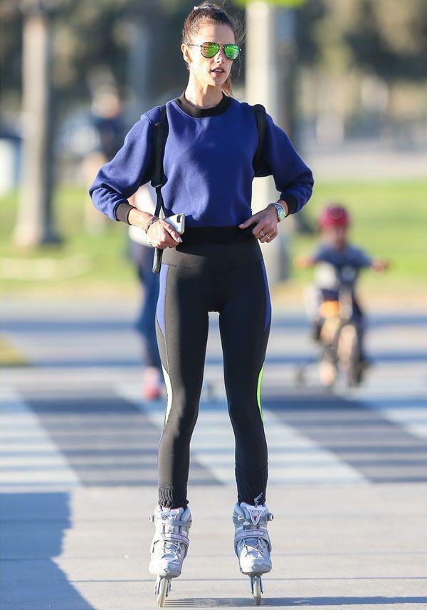 Look da modelo Alessandra Ambrosio andando de patins