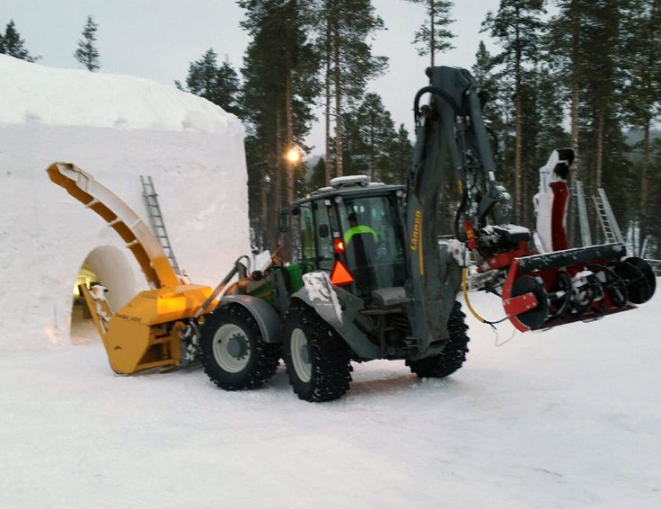Lännen 8600G & Snow plower #Lännen #Lannen #multifunction #machine #backhoeloader #excavator