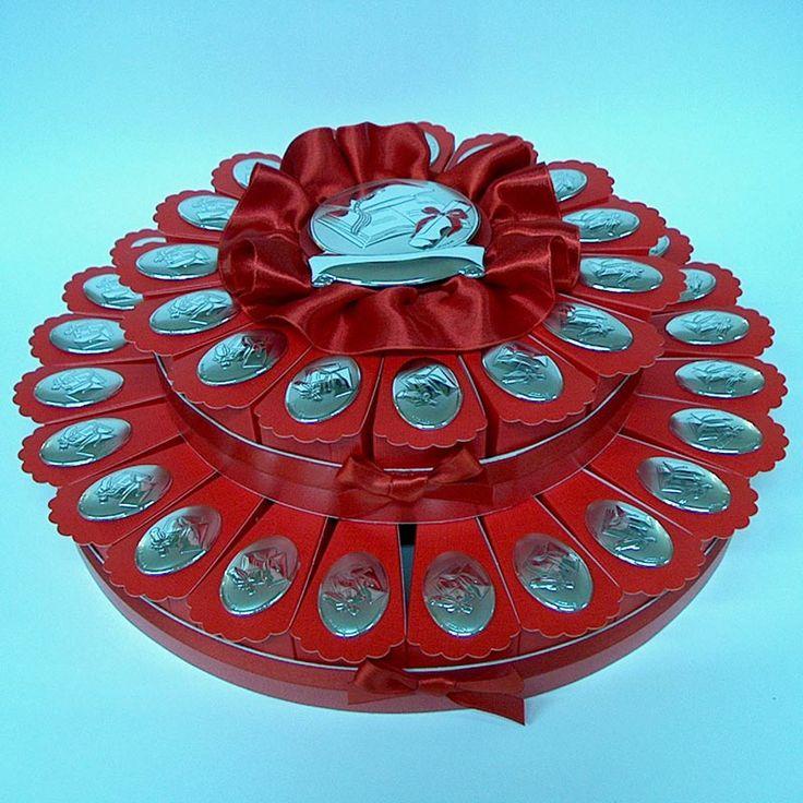 """Torta Bomboniera con ovali argentati per Laurea e Diploma. Torte Bomboniere realizzate da """"Ore Liete - La Bomboniera Italiana"""""""