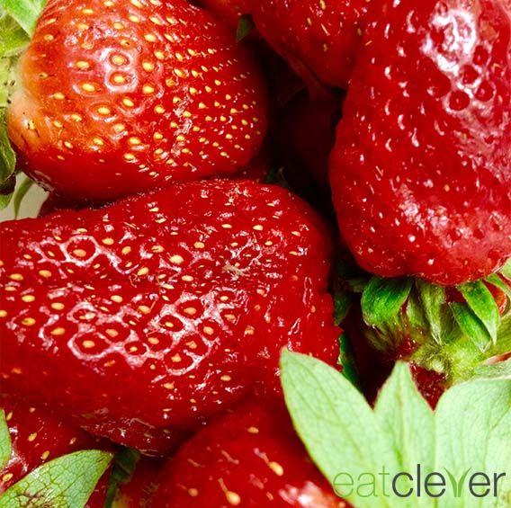 Sensible Früchtchen - leider kann man #Erdbeeren zu Hause nicht sehr lange lagern. Am längsten halten sie ungewaschen und auf einem Teller ausgebreitet im Kühlschrank. #foodfact #cleverfood