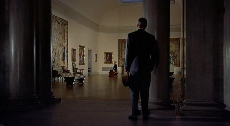 """""""Um Corpo que Cai"""", de Alfred Hitchcock, é o filme escolhido para a edição de 19 de outubro do Cine Omar. O clássico do cinema de suspense é exibido gratuitamente ao público às 15 horas, seguido de comentários do crítico de cinema Marden Machado.Como cortesia, o Shopping Omar oferece pipoca e estacionamento gratuito aos espectadores....<br /><a class=""""more-link"""" href=""""https://catracalivre.com.br/curitiba/agenda/gratis/um-corpo-que-cai-com-analise-de-marden-machado/"""">Continue lendo »</a>"""