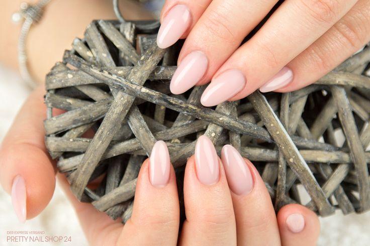 #nails #make-up #light #nailart Meine Kollegin Yasmin hat sich dieses Mal für eine Modellage in Mandelform entschieden und dafür das Make-up Gel light natur (Art.-Nr.: 6335) verwendet. Gefällt´s Euch und was findet Ihr besser: Mandel- oder Square-Form? Eure Martina