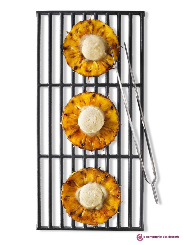 Photo du mois d'août ! Un dessert qui associe de la crème glacée avec de l'ananas caramélisé