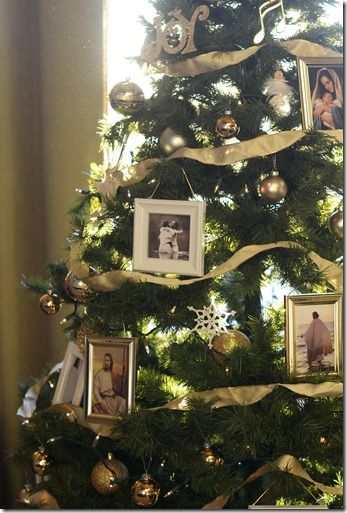 Love the idea of pictures of Christ on the Christmas tree. After all, that is what Christmas is about!
