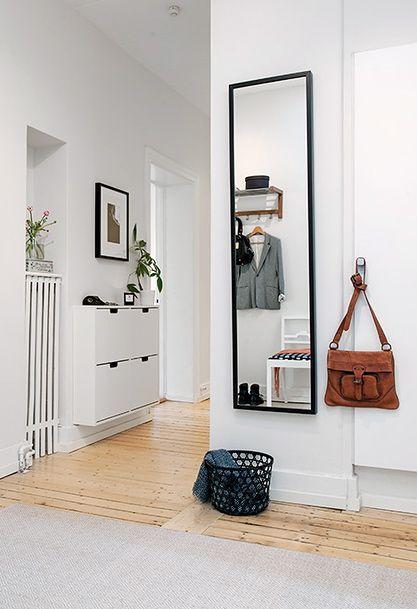 regardsetmaisons: Un meuble sans pied dans l'entrée