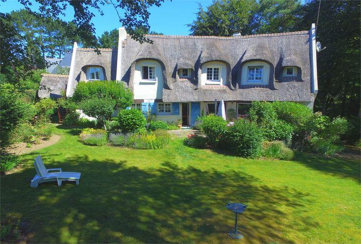 Un charme indéniable, voila comment décrire cette propriété !    A vendre chez Capifrance à Lorient, cette chaumière de 180 m² et 4000 m² de jardin.     Plus d'infos > Gwenael Dehayes, conseillère immobilier chez Capifrance