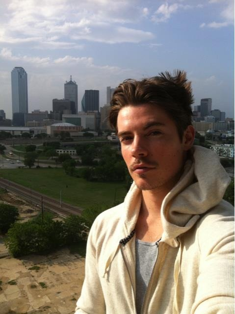 Josh Henderson Wat a cutieee ;-)