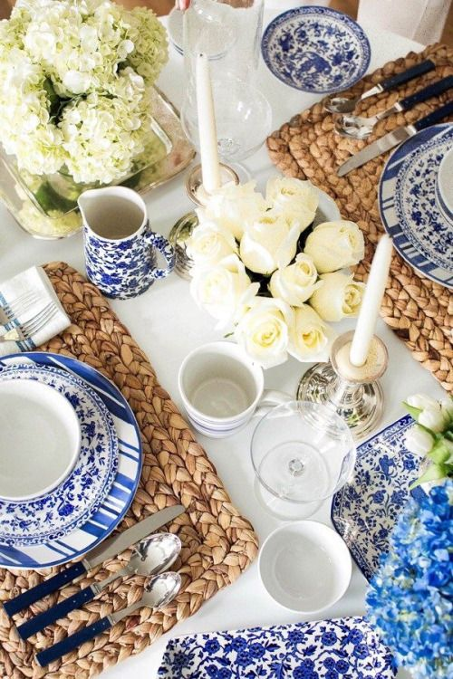 Blue and white, white flowers, natural place mats