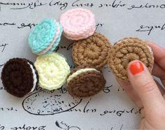 En este tutorial encontrarán el paso a paso para hacer estas galletitas tejidas a crochet. El vídeo tutorial está subido a mi canal de YouTu...