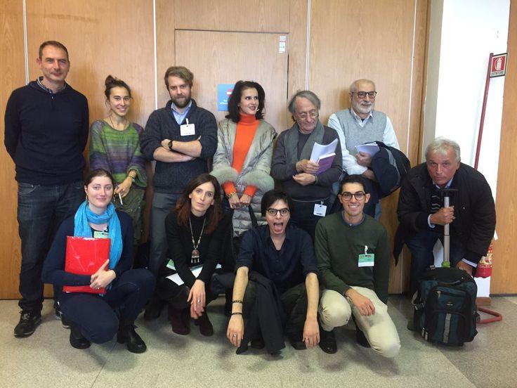 """Foto di classe del Premio Italo Calvino, tra loro dello staff e noi finalisti 2016, alla fiera del libro """"Più libri più liberi""""."""