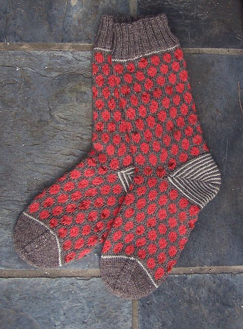 polka dot socks: knitting pattern