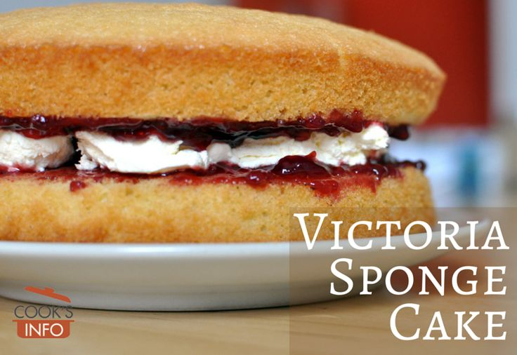 Classic English cake: Victoria Sponge. Very simple to make #victoriasponge