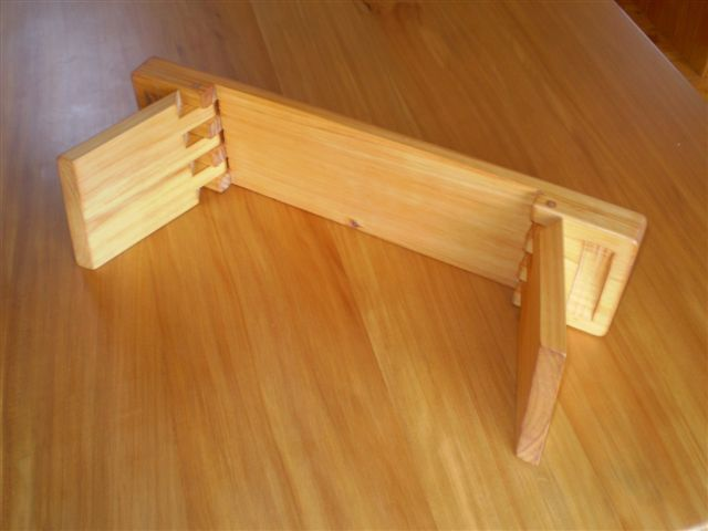 Meditation stool w/ wooden hinge and fingertip handles