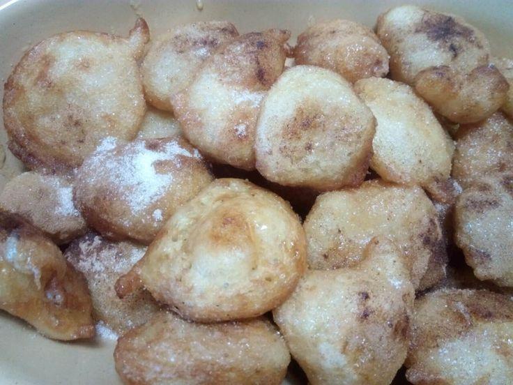 I Loukoumades sono un dolce tipico greco al miele. Questa è la ricetta greca originale con utili consigli per ottenere un risultato perfetto.