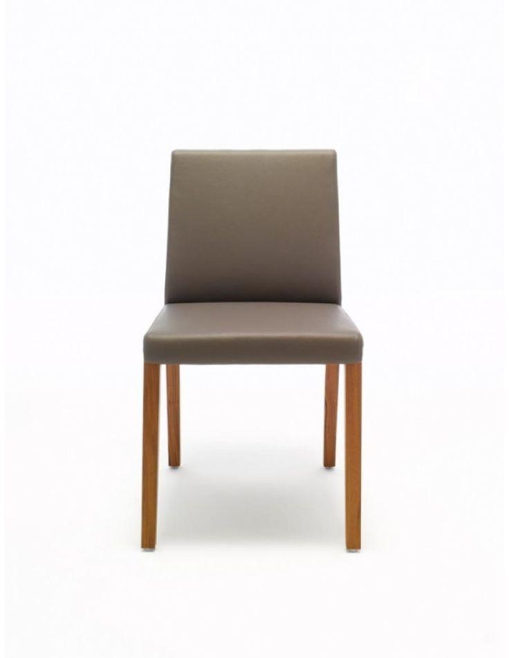 ROLF BENZ 675 STOEL    Een stoel zoals deze ooit bedoeld is, dit is waarschijnlijk de beste manier om de Rolf Benz 675 te omschijven. De houten poten, met de gestoffeerde zitting combineen een mooi rank uiterlijk met heerlijk zitcomfort. Zoals we van het Duitse design merk Rolf Benz gewend zijn is er bij de Rolf Benz 675 veel keus. Kies daarom de zithoogte die precies bij uw lichaamshouding past.