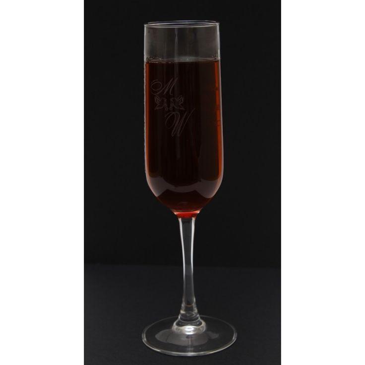 Copa para servir champán, cava, vinos espumosos, disfrutar un benjamín, para hacer un brindis especial, para una boda, para una cena especial, para navidad, para noche vieja, para la cena de fin de año, para una celebración familiar, en un coctel.