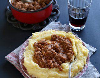 Il tapelucco o tapulòn - pronunciato taplòn - è un piatto tipico della provincia di Novara.