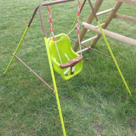 79 zł: Polecam huśtawkę dla maluszka. Idealna od momentu kiedy zacznie siadać, siedzisko jest głębokie , dobrze zabudowane więc dziecko jest bezpieczne. Stan idealny. Stabilna, łatwa w montażu i drmontażu. O...