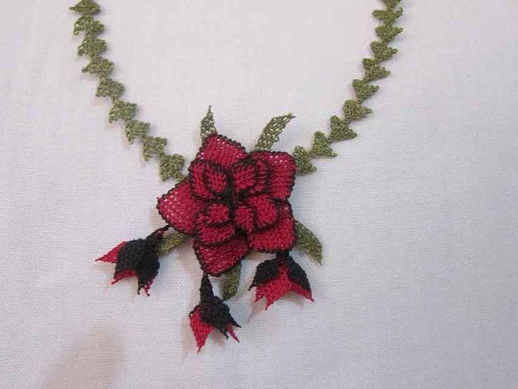 iğne oyası çiçek kolye modeli