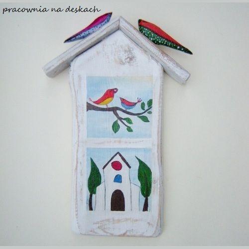 Bielona kapliczka i ptaki - pracownia na deskach