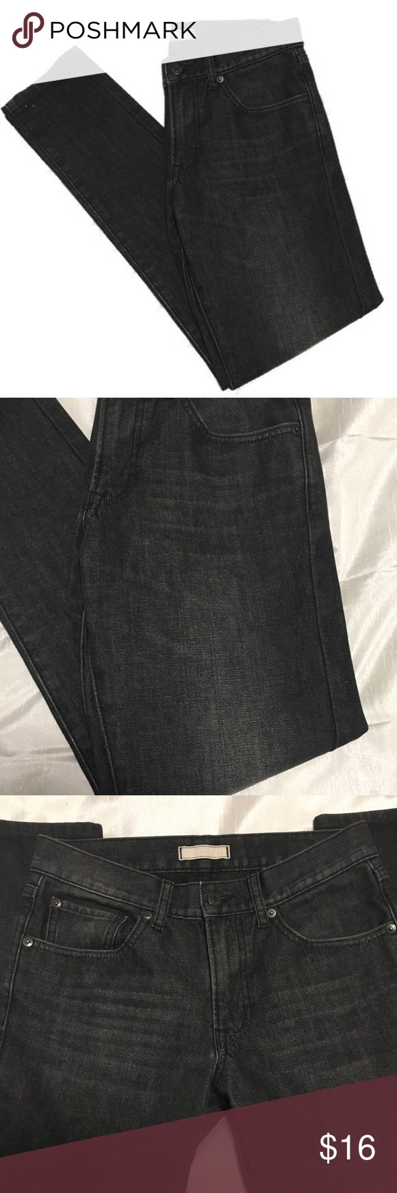 Uniqlo Black slim straight low rise jeans size 28 Uniqlo Jeans • size 28 • Slim straight fit • Low rise • Black/dark grey wash • In EXCELLENT condition  Approximate measurements • waist (flat): 14.5 • Rise: 9.25 • Inseam: 30.5 • Ankle: 5.5 Uniqlo Jeans Straight Leg