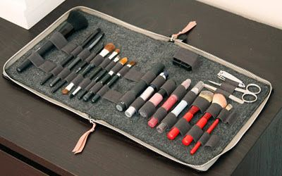 @Linda Norman Coleman  DIY makeup brush case  This is why I wish I could sew