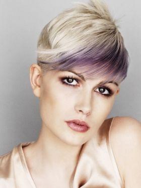 Tendenze colore capelli 2011 biondo platino con striatura violacea