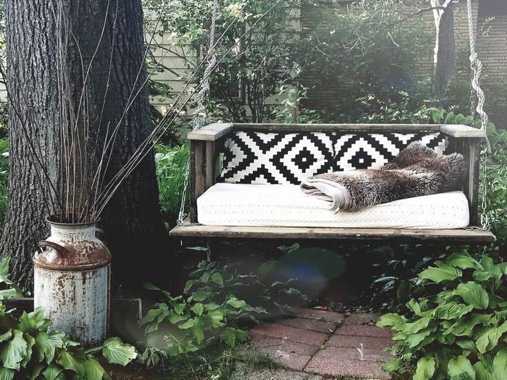 Three Must Read Tips For Achieving A Bohemian Décor In: Swinging Bed, Outdoor Swing, Backyard, Reading Spot