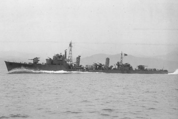 Destroyer Momo on sea trials, 3 June 1944.