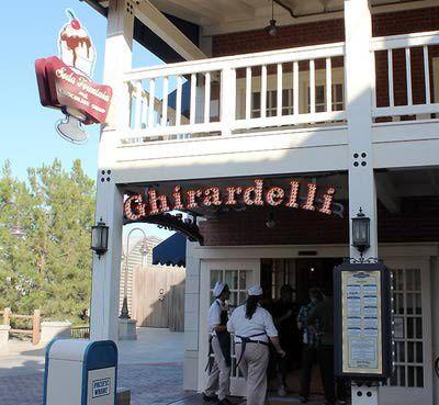 http://themeparks.about.com/od/disneyland/ss/Disneyland-Best-Snacks-and-Desserts_13.htm