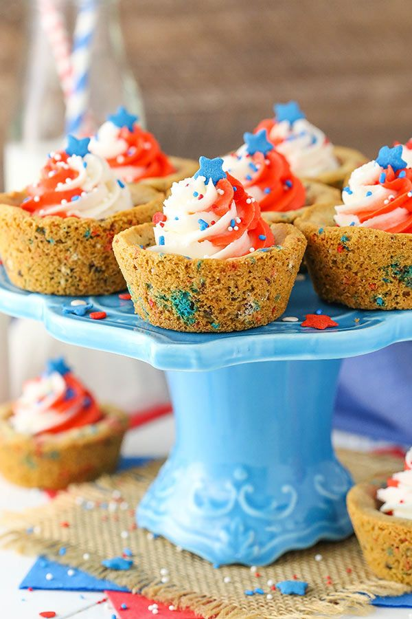 Patriotic July 4th Chocolate Chip Cookie Cups - soft and chewy and the perfect dessert for the 4th of July holiday!