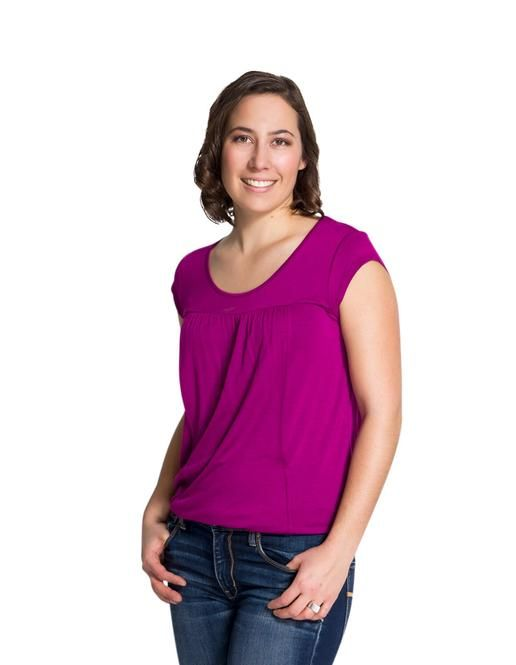 Sara Nursing Top. This chic, yet incredibly comfortable nursing top is beautiful on all body types. The fabric flows and the breastfeeding opening really discreet.  #breastfeeding #momzelle #nursingtop