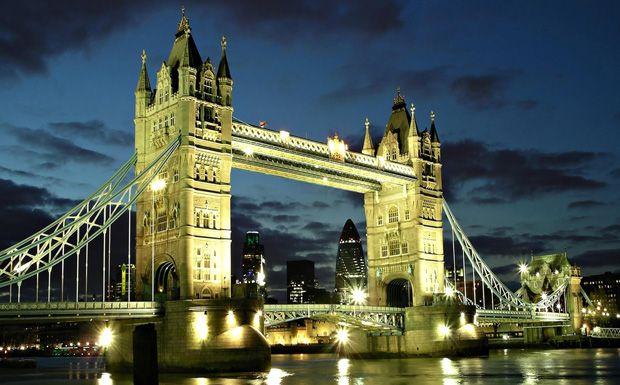 Nem csak a szépsége, hanem a felnyitható hídszakasza tette híressé a Tower Bridge-et