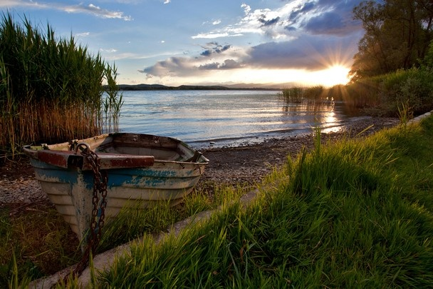 Photo and caption by Omar Alberti Sunset to the lake of Varese Varese, Italia