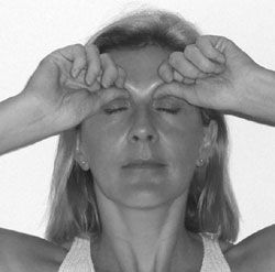 Step-by-step acupressure exercise to get rid of under eye bags, dark circles and wrinkles.