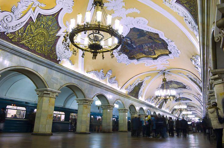 El metro de Moscú, conocido como el palacio subterráneo