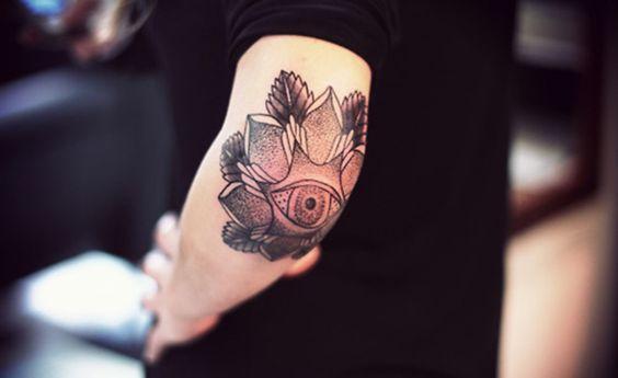 ¿Duelen mucho los tatuajes en el codo? - http://www.tatuantes.com/duelen-mucho-los-tatuajes-en-el-codo/