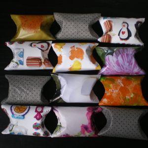 http://cartulina.es/manualidades-con-material-reciclado/ Envoltorios de regalos con tubos de papel y folletos