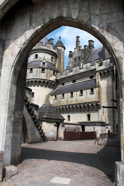 Château de Pierrefonds,  région Picardie, France - photo by gazoumou, via Flickr